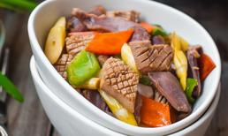 Cách làm món cật heo xào rau củ lạ miệng cho bữa cơm ngày mát trời
