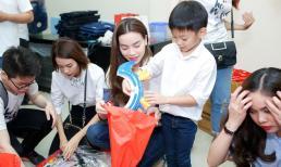 Hà Hồ giản dị diện áo đôi, tay trong tay cùng Subeo làm từ thiện