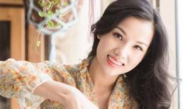 Vợ Dustin Nguyễn xinh đẹp khi chăm sóc hoa