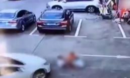 Nữ tài xế cán qua 3 đứa trẻ vì mải... dùng điện thoại