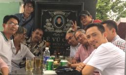 'Tài tử' Lê Tuấn Anh cùng bạn bè đi thăm mộ trong ngày giỗ nghệ sĩ Lê Vũ Cầu