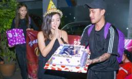 Văn Mai Hương bật khóc vì được fans tổ chức sinh nhật ở cánh gà sân khấu