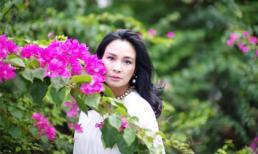 Diva Thanh Lam đẹp mơ màng bên hoa giấy