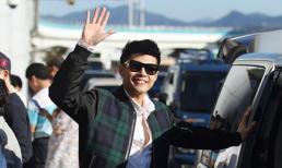 Noo Phước Thịnh tươi rói tại sân bay Busan, Hàn Quốc
