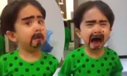Không thể nhịn cười với phản ứng của cậu bé khi bị mẹ troll