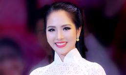 Hoa hậu Dương Kim Ánh diện áo dài trắng khoe chất giọng ngọt ngào khi hát tình ca