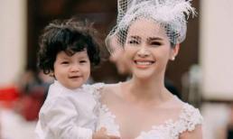 Diễm Châu bất ngờ hoá cô dâu đưa con trai kháu khỉnh lên sân khấu