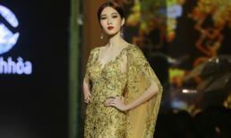 Đặng Thu Thảo hoá nữ thần, làm vedette cho show Lê Thanh Hòa