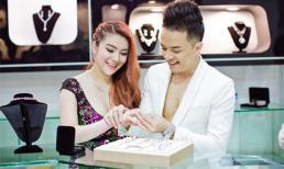 Cao Thái Sơn cùng hàng loạt sao Vbiz đến chúc mừng Daly Jewellers