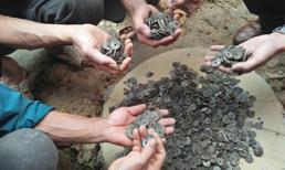 Gia đình ở Nghệ An đào được 10 kg tiền xu cổ đúng ngày vía Thần Tài