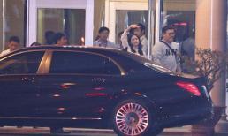 Yoona (SNSD) giản dị vẫn nổi bật, liên tục vẫy tay chào fans khi vừa đến Việt Nam
