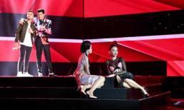 Giọng hát Việt 2017: Đông Nhi, Tóc Tiên 'nằm dài' trên sàn đấu để giành thí sinh The Voice 2017