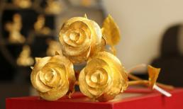 Đại gia Quảng Ninh mua 4 bông hồng vàng nguyên khối tặng bạn gái 8/3