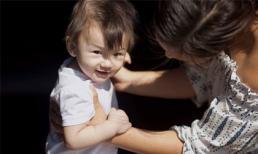Phương Vy chia sẻ loạt ảnh về những bước đi chập chững đầu đời của con gái