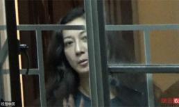 Tình cũ Thành Long khóc sưng mắt vì bị con gái tố bạo hành