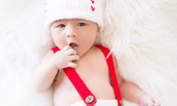 Vợ Đan Trường chia sẻ loạt ảnh của con trai nhân ngày bé tròn 1 tháng tuổi