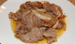 Cách làm thịt heo xào sả ớt