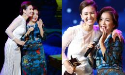 Sau sự cố trao giải, Lã Thanh Huyền tặng lại cúp cho NSƯT Minh Trang