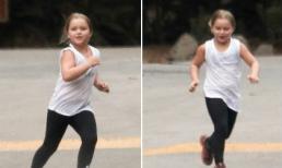 Harper mũm mĩm tung tăng chạy nhảy khi đi tập thể dục với gia đình