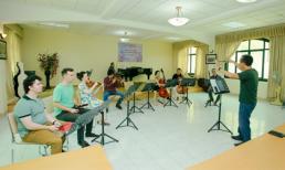 Cùng theo chân 9 nghệ sĩ quốc tế CELLO Fundamento tập luyện trước đêm diễn
