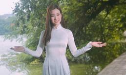 Hoa hậu Mỹ Linh hút ánh nhìn khi diện áo dài đi dạo phố Hà Nội