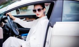 Lã Thanh Huyền lái xe sang đeo trang sức bạc tỷ đi sự kiện