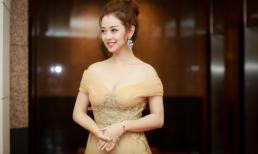 Jennifer Phạm khoe vai trần quyến rũ khi làm MC tại Hà Nội