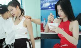 Đông Nhi ăn vội trong phòng tập vũ đạo chuẩn bị cho 'Asia Song Festival 2017'