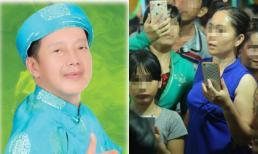 Đám đông xin chụp ảnh trong đám tang danh hài Khánh Nam, cám cảnh người nghệ sĩ đến chết vẫn phải mua vui cho thiên hạ