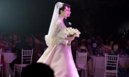 Đám cưới hoa hậu Thu Thảo: Cô dâu chú rể nắm tay nhau tiến vào lễ đường