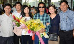 Danh ca Chế Linh được vợ 4 trẻ đẹp tháp tùng về nước
