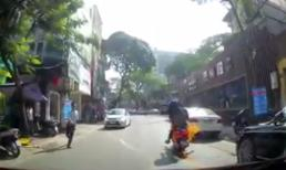 Xe đang chạy bất ngờ bốc cháy ngùn ngụt giữa phố Hà Nội
