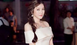 Lý Nhã Kỳ thu hút quan khách bởi nét đẹp cổ điển tại sự kiện của tổng lãnh sự Hàn Quốc