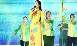 Dương Kim Ánh e ấp trong tà áo dài, kỷ niệm 200 năm vùng đất Hồng Ngự - Đồng Tháp