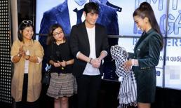Kim Tuyến tặng khăn rằn cho tài tử Jo Han Sun