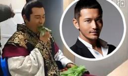 Vợ thì ăn mì hộp còn Huỳnh Hiểu Minh chỉ ăn mỗi rau như thế này trên phim trường