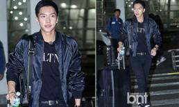 'Chàng rể quốc dân' Lee Seung Gi cực phong cách tại sân bay lên đường sang Việt Nam
