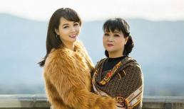 Diễn viên Mai Thu Huyền rạng rỡ, xinh đẹp bên mẹ
