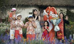 Xuân Bắc nắm tay 2 con trai - Bi Béo, Minh Bủm catwalk giữa vườn hoa