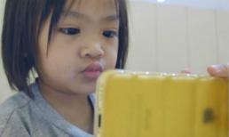 Cứu lấy đôi mắt của trẻ khi nhìn vào điện thoại quá nhiều với cách đơn giản nhất