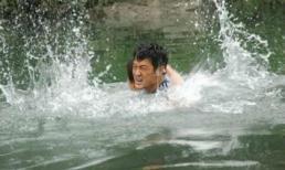 Cứu cậu bé đuối nước khi người khác đứng nhìn, chàng trai chẳng ngờ nhận được điều tuyệt vời này
