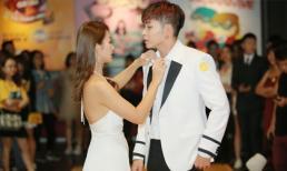 Khả Ngân - Jun Phạm như cặp tình nhân trên thảm đỏ ra mắt phim