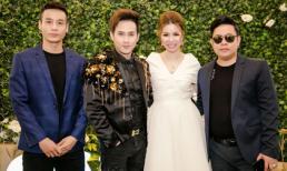 Hoa hậu Bùi Thị Hà đẹp rạng ngời khi được ca sĩ Quang Lê và Nguyên Vũ hát tặng trong tiệc sinh nhật