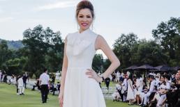 Hoa hậu Bùi Thị Hà đẹp như công nương trong sắc trắng giữa đồng xanh