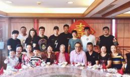 Huỳnh Hiểu Minh và bố mẹ tới mừng thọ bà ngoại, tuyệt nhiên không thấy bóng dáng của Angelabay cùng con trai