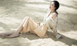 'Top 16 Hoa hậu Trái đất' Hà Thu gợi cảm đón sinh nhật tuổi 26