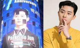 Park Seo Joon - nam diễn viên Hàn Quốc đầu tiên được treo quảng cáo tại Quảng trường Thời Đại New York