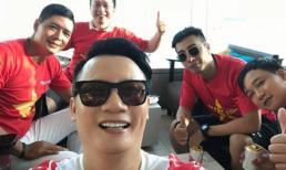 Sao Việt rạo rực khí thế cổ vũ đội tuyển Olympic Việt Nam: Người kéo sang Indonesia, người treo thưởng, riêng Mr Đàm lại rất đặc biệt