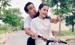 Giản dị nhưng độc lạ như Quyền Linh, kỉ niệm 13 năm ngày cưới với dép tổ ong và xe đạp