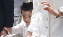 Con trai của Lee Byung Hun và Lee Min Jung lần đầu lộ mặt, dân mạng khen ngợi đẹp trai hơn cả bố
